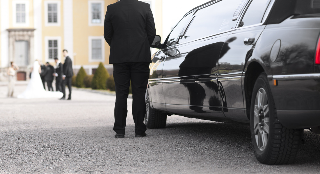 Ottawa Limo Driver waiting for wedding party